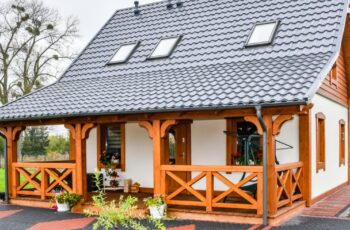 Casa din lemn cu mansarda, 55 mp, 2 dormitoare, 2 bai - imagini si proiect