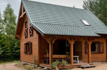 Casa din lemn cu mansarda, 81 mp, 4 dormitoare, 2 bai - imagini si proiect