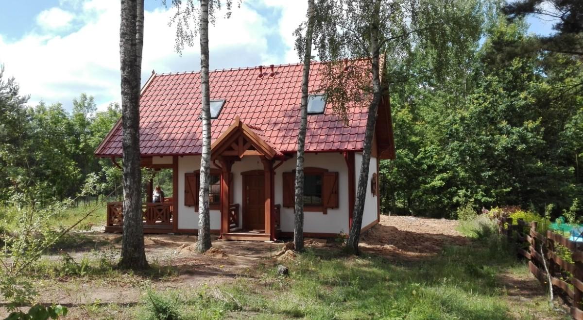 Casa mica din lemn cu mansarda, 64 mp